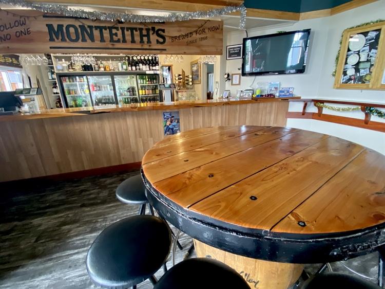 fhgc hotel tavern bar - 6