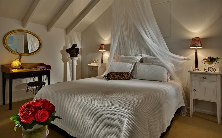 luxury accommodation business heart - 4