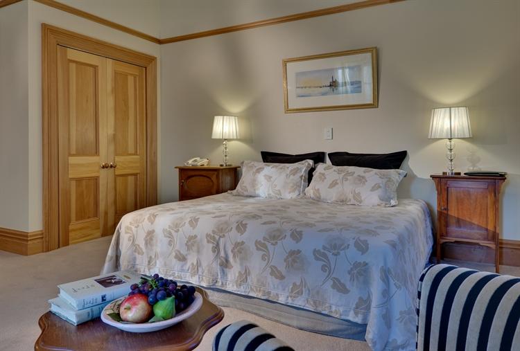 luxury accommodation business heart - 7