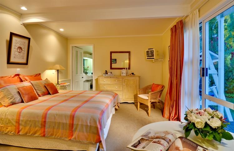 luxury accommodation business heart - 6